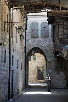 Old alley in Aleppo Islamic Architecture, Beautiful Architecture, Beautiful Buildings, Aleppo City, Naher Osten, New Urbanism, This Is Us Quotes, East Africa, Old City