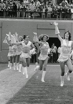 Robin Williams , Cheerleader