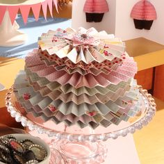 Put a paper cake on your #cake_stand - 0 calories!