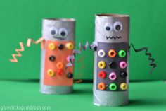 This easy toilet paper roll craft is such a fun activity to do with the kids. Any fan of robots will love it!