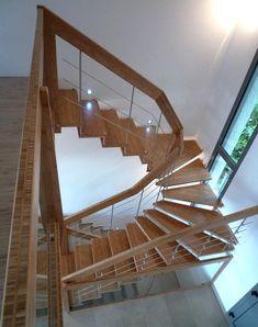 Escalier suspendu en bambou