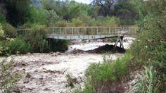 Puente para paso de niños se dañó por desborde del río Moquegua