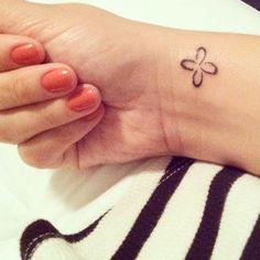 My new tattoo: TABONO, an African symbol that represents strength, confidence and perseverance. Love it! Tatuagem nova: TABONO, símbolo africano que representa força, confiança e persverança. Amei, amei, amei!