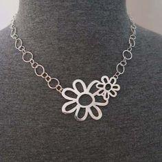 Sieraden van Anke de Hullu-van Daalen.  Eenvoud is de kracht van een sieraad.  Sieraden naar eigen ontwerp van zilver in combinatie met goud en (half) edelstenen.  #kunstwag #wageningen