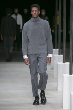 See the complete Sandro Fall 2016 Menswear collection.