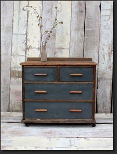 7 Good-Looking Clever Hacks: Metal Furniture Shabby Chic primitive furniture ceilings.Vintage Furniture Diy two tone distressed furniture. Shabby Chic Dresser, Redo Furniture, Furniture Diy, Refinishing Furniture, Recycled Furniture, Furniture Inspiration, Vintage Furniture, Shabby Chic Furniture, Vintage Industrial Furniture