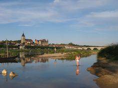 Bord du Val de Loire face au château de Gien © Camping Touristique de Gien
