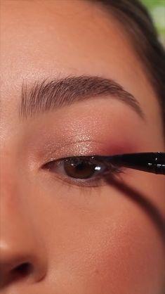 Makeup Tutorial Eyeliner, Makeup Looks Tutorial, No Eyeliner Makeup, Smokey Eye Makeup, Skin Makeup, Easy Makeup Looks, Soft Eye Makeup, Pretty Eye Makeup, Eyeliner For Hooded Eyes