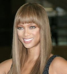 Tyra Banks with dark ash blonde hair color, in a long straight wig with bangs. Celebrities with dark ash blonde hair color. Sandy Brown Hair, Dark Brown Hair Dye, Dark Ash Blonde Hair, Ash Brown Hair Color, Light Brown Hair, Medium Ash Blonde, Light Brunette, Ash Blonde Balayage, Light Blonde