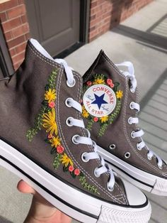 Mode Converse, Sneakers Mode, Sneakers Fashion, Women's Converse, Embroidery On Clothes, Cute Embroidery, Embroidered Clothes, Embroidery Sneakers, Custom Converse