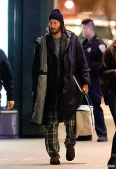 Keanu Reeves John Wick, Keanu Charles Reeves, Keanu Reaves, The Boy Next Door, Become A Fashion Designer, I Cool, Hollywood Actor, American Actors, Husband