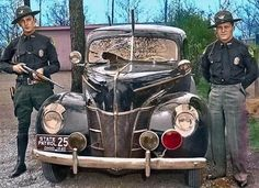 Vintage Cars 18 Incredible Colorized Photos of American Police Cars From Between the and ~ vintage everyday Old Police Cars, Old Cars, Cthulhu, Emergency Vehicles, Police Vehicles, Police Life, Colorized Photos, Police Uniforms, Ford Classic Cars