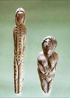 Figurines préhistoriques de Mal'ta et Buret - Dès les premiers examens au microscope il est apparu que certaines de statuettes n'étaient pas finalisées, elles avaient été abandonnées au stade de simples ébauches.