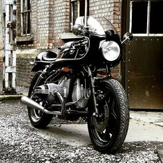 BMW Café Racer with half fairing Bmw Cafe Racer, Cafe Racer Mexico, Cafe Racer Build, Cafe Racer Motorcycle, Motorcycle Design, Motorcycle Quotes, Motorcycle Helmets, Classic Motorcycle, Women Motorcycle