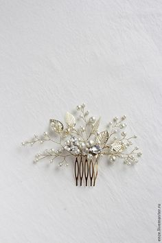 More items from my shops: https://www.etsy.com/shop/EnzeBridal https://www.etsy.com/shop/EnzeBridalUSA This delicate wedding bridal hair accessory gold leaf hair comb will perfectly complement most wedding hairstyles. The comb easily bends to fit comfortably in hair. Decorated with