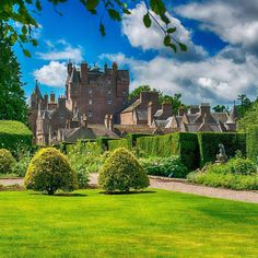 Glamis Castle, Scotland Scotland Uk, England And Scotland, Castle Scotland, Scottish Tours, Scottish Highlands, Scotland Sightseeing, Monuments, Scottish Castles, Kingdom Of Great Britain