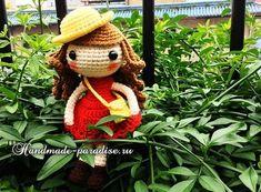 Амигуруми. Куколка в шляпке. Для вязания куколки следует приготовить крючок и пряжу белого, красного, темно-коричневого, светло-коричневого и желтого цвета.