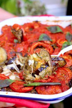 Aubergines rôties, tomates et pesto Ottolenghi Recipes, Yotam Ottolenghi, Pesto, Veggie Recipes, Vegetarian Recipes, Healthy Recipes, Vegetable Salad, Vegetable Side Dishes, Chefs