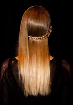 Fresh Trendy Ideas for Copper Hair Color high shine and side braid at Herve Leger hair by Bb.Editorial Stylist Laurent Philippon…high shine and side braid at Herve Leger hair by Bb. Catwalk Hair, Runway Hair, Up Hairstyles, Pretty Hairstyles, Braided Hairstyles, Hairdos, Updos, Wedding Hairstyles, Copper Hair