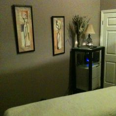 Massage Room! Massage Room Colors, Massage Room Design, Massage Room Decor, Massage Center, Massage Benefits, Spa Design, Treatment Rooms, Shared Rooms, Room Lights