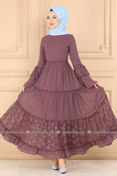 Casual dresses for veiled women are vailable at modaselvim. So chic dresses are waiting for you at modaselvim Muslim Women Fashion, Indian Fashion Dresses, Islamic Fashion, Abaya Fashion, Fashion Outfits, Dress Style Pakistani, Hijab Style Dress, Dress Indian Style, Fancy Dress Design