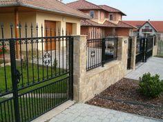 Rozettás kovácsoltvas kerités tolókapuval Fence Wall Design, Door Gate Design, Front Gates, Entrance Gates, Garden Railings, Outdoor Projects, Outdoor Decor, Front Design, Future House