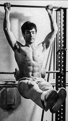 Bruce Lee Poster, Bruce Lee Art, Bruce Lee Martial Arts, Bruce Lee Body, Bruce Lee Wing Chun, Bruce Lee Workout, Bruce Lee Training, Bruce Lee Collection, Eminem