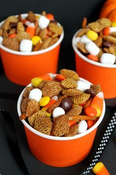 Kids' Party Food Ideas: 109 Halloween Recipes Fall party mix made with chex mix, candy corn, reese's, marshmallows and pretzel sticks! Fall Snack Mixes, Fall Snacks, Holiday Snacks, Snacks Für Party, Fall Treats, Bunco Snacks, Class Snacks, Preschool Snacks, Bunco Party