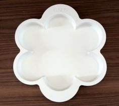 Trays Margherita and Portatutto Floral shaped tray made of matt lacquered mdf, available also like appetizer holder or tray with seven compartments.  #artigianato #decorativeaccessories