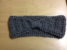 Diy Bow Earwarmers  Took me a couple hours, came out so well! I did a crocheted band instead of just wrapping yarn though