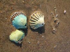 Etty Vardi - Unique porcelain jewelries by NaniByEttyVardi Ceramic Necklace, Seashell Necklace, Shell Necklaces, Heart Pendant Necklace, Shell Jewelry, Porcelain Jewelry, Ceramic Jewelry, Modern Jewelry, Unique Jewelry