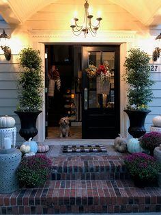 Fall Porch Fall Front Door Decor, Door Inspiration, Front Porch Decorating, Fall Front Door, Fall Decor, Fall Living Room, Autumn Home, Fall Door Decorations, Front Door Paint Colors