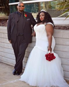 Still looking for the perfect plus size wedding dress? Well, we are back to show you some amazing plus size bridal looks we have rounded up from Instagram!  TCFStyle Roundup: These Plus Size Brides are Breathtaking! http://thecurvyfashionista.com/2017/06/plus-size-bridal-gown-inspiration/