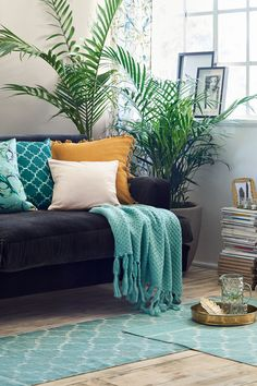 Let a variety of styles, prints and green shades clash and create a look that feels happy and personal. | H&M Home