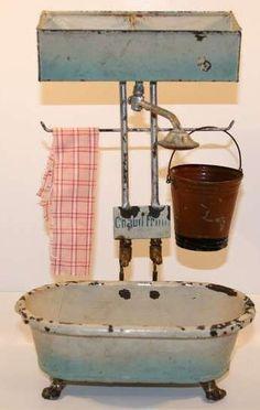 Baignoire antique poupée chaud-froid métal