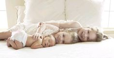 siblings picture {with Newborn} I love this. Going to have to try this at a… Baby Poses, Sibling Poses, Newborn Poses, Newborn Shoot, Siblings, Newborns, Photo Bb, Jolie Photo, Sibling Photography