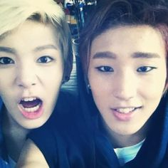 Zelo and Jongup! I love this pic of them! SO CUTE~! >_