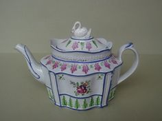 EARLY PEARLWARE TEAPOT WITH SWAN FINIAL c1795-1800.