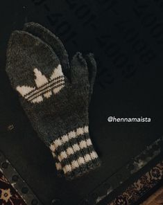 Adidas mittens Crochet Gloves, Drops Design, Diy Crochet, Boy Fashion, Arm Warmers, Mittens, Needlework, Knitting Patterns, Sewing