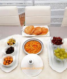Salam habibayti alraliyat chkon fikom li amwahcha alobiya bhali ana twahcht alobiya bsha warha larda dyalkom habibayti 😉😋👍 Moroccan Table, Salad, Deco, Fashion, Cooking, Kitchens, Moda, Fashion Styles, Salads