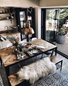 Everything in this place is incredible! ▫️▫️▫️ Those white dining chairs are Funky SideChairs from… Everything in this place is incredible! ▫️▫️▫️ Those white dining chairs are Funky SideChairs from… Industrial Home Design, Industrial Dining, Industrial House, Modern Industrial Decor, Modern Decor, Modern Rustic Interiors, Design Living Room, Dining Room Design, Dining Rooms