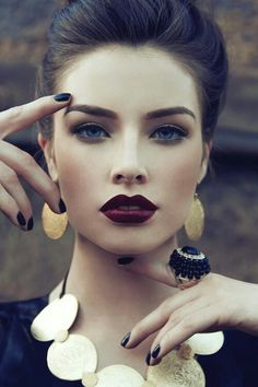 loving the dark coloured lipstick! #beauty