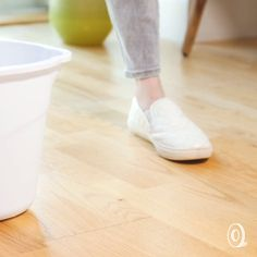 """Homemade Hardwood Floor Cleaner For Sparkling Floors."""" with this homemade hardwood floor cleaner. Deep Cleaning Tips, House Cleaning Tips, Spring Cleaning, Cleaning Hacks, Cleaning Cloths, All You Need Is, Hardwood Floor Cleaner, Homemade Toilet Cleaner, Clean Baking Pans"""