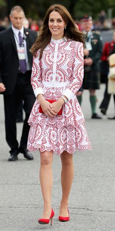 Everyone's favorite princess Kate Middleton has been making her way through Canada with her adorable family — and showing off her impeccable style in the process. On her way to Vancouver, Middleton wore a red and white dress that caught the world's… Alexander Mcqueen Kleider, Moda Kate Middleton, Looks Kate Middleton, Duchess Kate, Duchess Of Cambridge, Celebrity Outfits, Celebrity Style, Style Royal, Modest Clothing