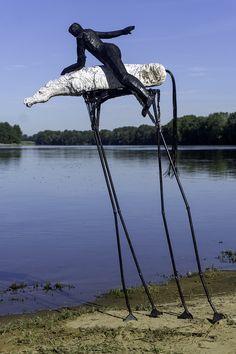 Chute imminente - repertoire n° 1747 - by Philippe Chesneau - Acier, Raku, Filaments 3D TPE - Dim. H 129 x L 82 x P 44 cm French Sculptor, Philippe, Iron, 3d, Fall Of Man, Steel