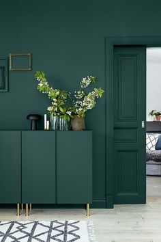 38 Super Ideas for wall bedroom green paint colors Green Wall Color, Green Accent Walls, Dark Green Walls, Dark Walls, Green Accents, Green Kitchen Walls, Kitchen Paint, Kitchen Colors, Dark Green Kitchen