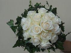 Bouquet con rosa vendela avorio e edera