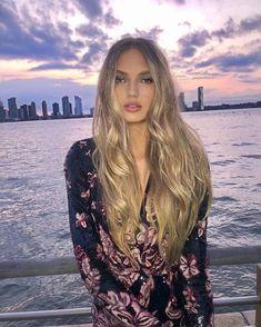 Romee Strijd - Imgur Honey Brown Hair, Brown Blonde Hair, Golden Blonde, Blonde Beauty, Hair Beauty, Vs Models, Shades Of Blonde, Mannequins, Hair Looks