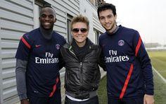 Le chanteur brésilien Michel Telo, interprète de Ai Se Eu Te Pego, était du côté de Saint-Germain-en-Laye ce mercredi matin pour rendre visite aux joueurs du PSG.