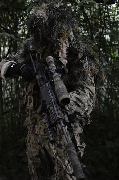 devgru Military Guns, Military Life, Military Art, Sniper Gear, Airsoft Sniper, Special Ops, Special Forces, Armas Airsoft, Ghillie Suit